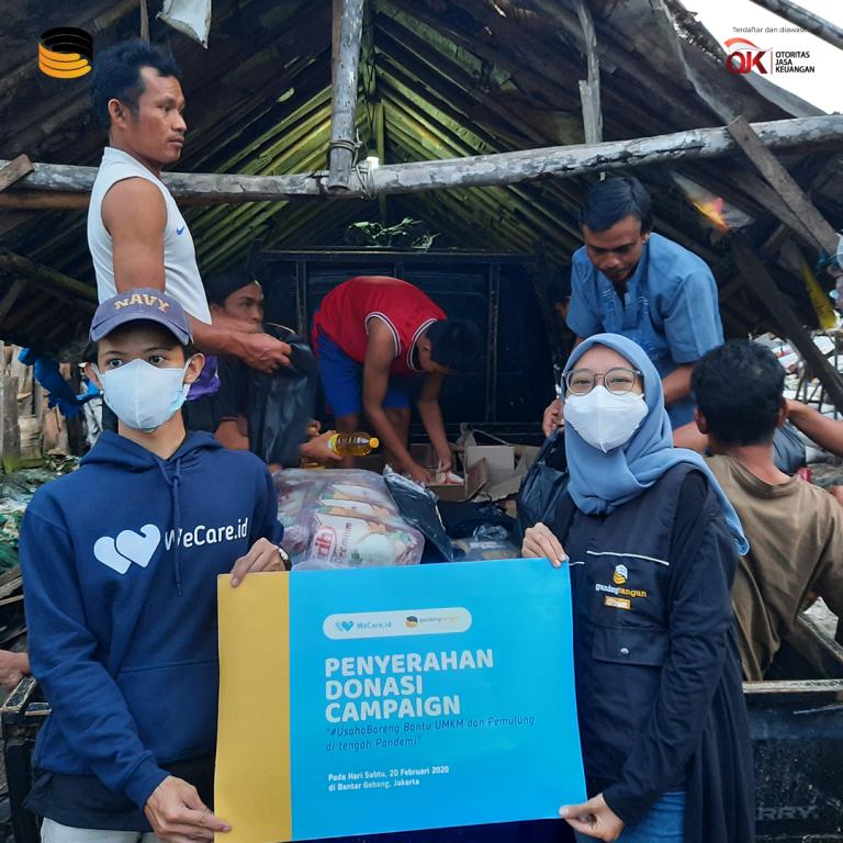 Tidak Hanya Rangkul Usaha Mikro, GandengTangan Bantu 100 Pemulung dan Korban Banjir